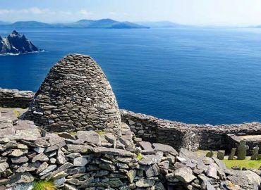 TOURING SCENIC IRELAND